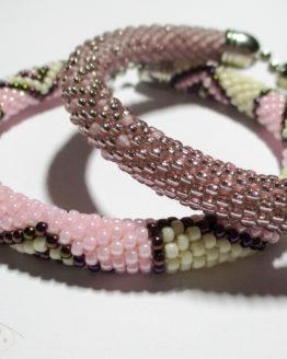 Браслеты из бисера розовые