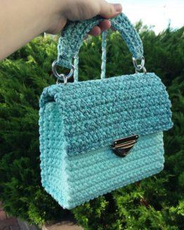 Вязаная сумочка крючком голубая