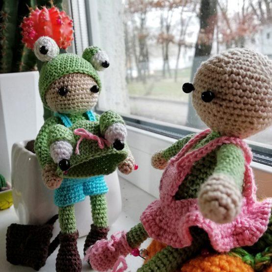 игрушки девочка в костюме лягушки
